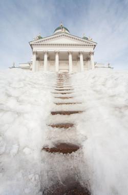 Utan Guds ledning och välsignelse blir församlingsarbetet ett tungt klättrande på prestationernas trappa.