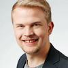Jaan Siitonen jobbar som politiskt sakkunnig vid Svenska Bildningsförbundet.