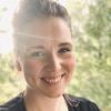 """Daniela Strömsholm är musikledare i Matteus församling. Hennes favoritplats i stan: """"I mina löpskor på Blåbärslandet, med utsikt över vattnet och Helsingfors. Där uppfylls jag av tacksamhet och frihet och känslan av att det här är min stad."""""""