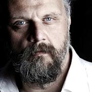 """Peter Hallström infriar recensentens förväntningar med skivan """"Brev från en förlorad son."""""""