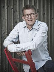 Tomas Sjödin har skrivit en roman.