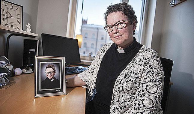 Allt med att vara präst känns naturligt för Camilla Brunell. Utom byråkratin.