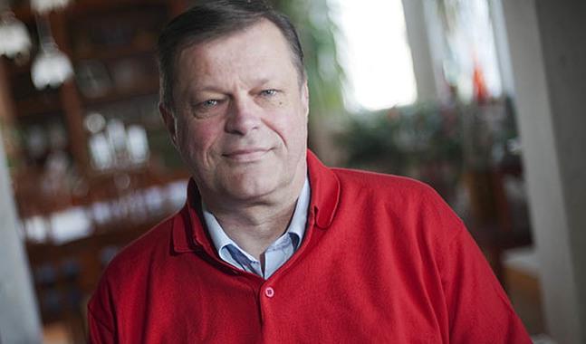 Anders Österback är viceordförande i församlingsrådet i Kristinestads svenska församling.