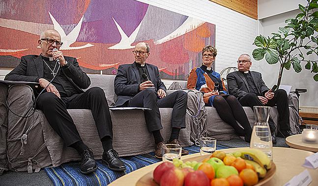 Biskopskandidaterna Harry S Backström, Sixten Ekstrand, Lisa Enckell och Bo-Göran Åstrand diskuterade bland annat väckelserörelserna under utfrågningen i Nykareby.