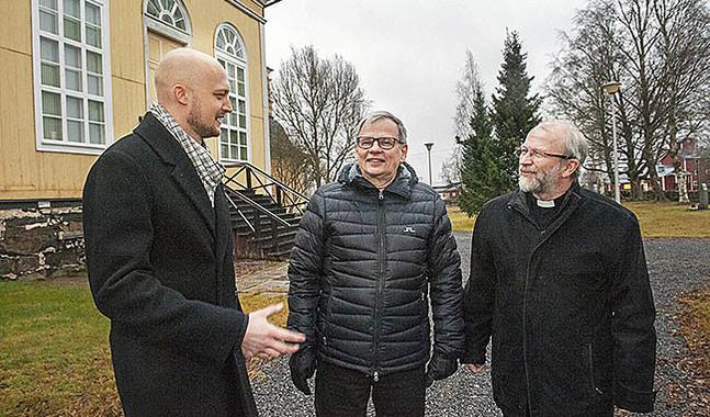 Niklas Wallis, Timo Saitajoki och Anders Store är idag  kyrkoherdar i var sin församling. Nu blir Store kyrkoherde medan Wallis och Saitajoki blir kaplaner i en gemensam församling.