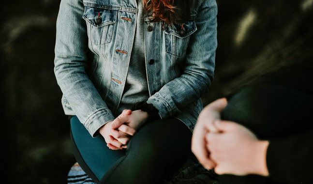 Vuxenskriftskolan genomförs som samtal med en präst.