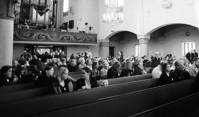 Bland de som utträder ur kyrkan är tron fortsättningsvis en viktig vattendelare.