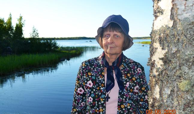 Sommarstugan i Molpe kallar Ebba Carling Oasen, ett namn som säger vad den här platsen betyder för henne.