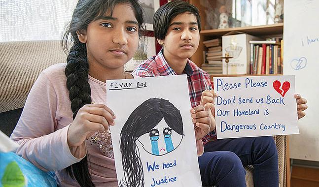 Barnen i familjen sänder ett vädjande budskap till våra myndigheter.