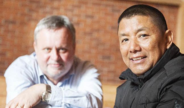 Sedan 2006 har Dawa Singye samarbetat med Olle Rosenqvist med att evangelisera i Himalaya.