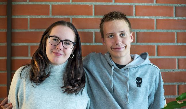 Syskonen Christel och Robin Runne har båda två döpts inför sina respektive konfirmationer. Konfirmationen var ändå en större grej, säger de.