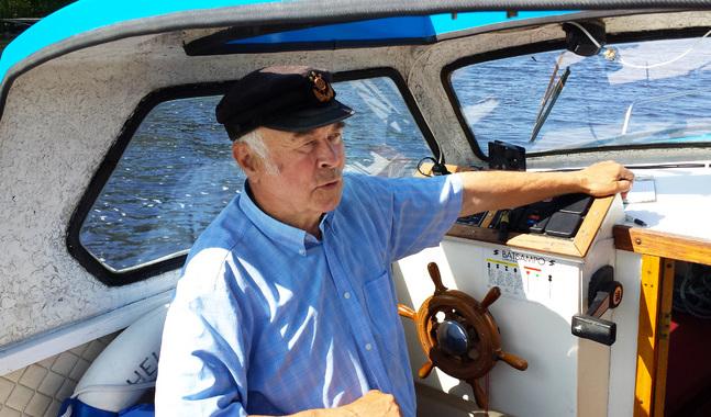 Vid sidan av musik är navigation och båtliv ett stort intresse för Yngve Svarvar. Han har också byggt några småbåtar.