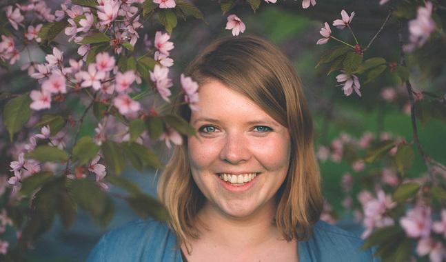 Mikaela Steffansson jobbar i Helsingfors i sommar. Hon gillar stadssomrar och den variation de bjuder på.