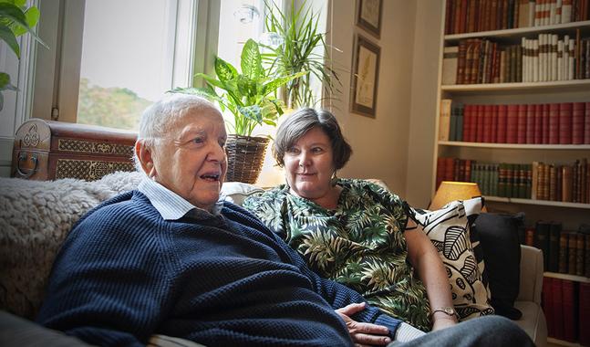 Carina Nynäs och Lars Bergquist är äkta makar och kolleger. De har skrivit en bok om Carl von Linné tillsammans.