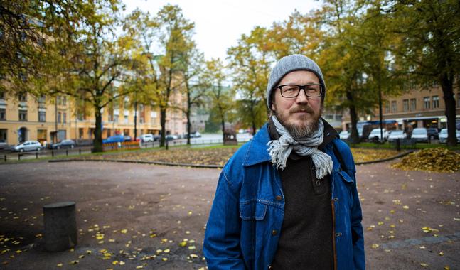 Kai Sadinmaa säger att man också kan tända ljus hemma om graven är för långt borta.