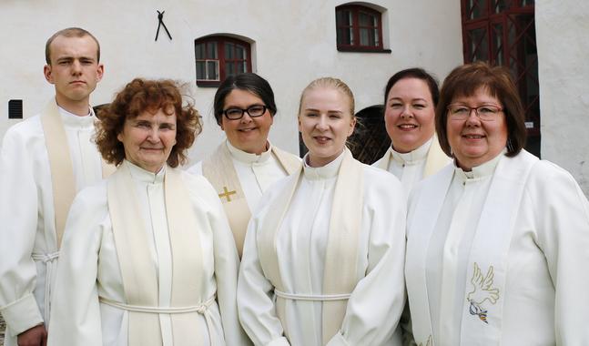 Samuel Erikson, Ruth Vesterlund, Katarina Gäddnäs, Meri Yliportimo, Janette Lagerroos och Eva Williams vigdes i söndags till tjänst.
