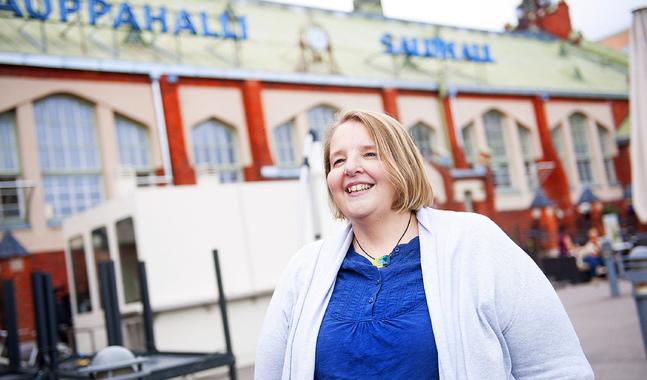 Carre Lönnqvist är flyktingkoordinator i Johannes församling. Människor är inte lika med siffror betonar hon.