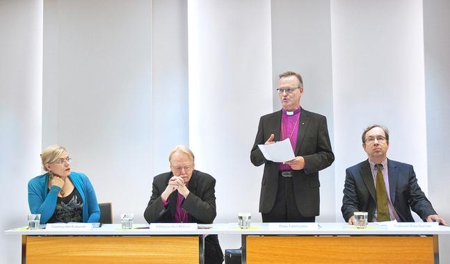 Tapio Luoma, biskop i Esbo stift, presenterar teserna om att fr�mja enheten i kyrkan.