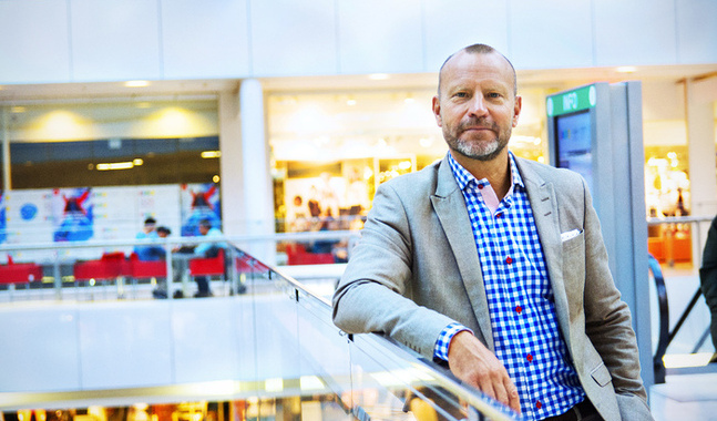 Peter Fellman besökte Helsingfors i samband med ett seminarium om de finlandsvenska dagstidningarna.