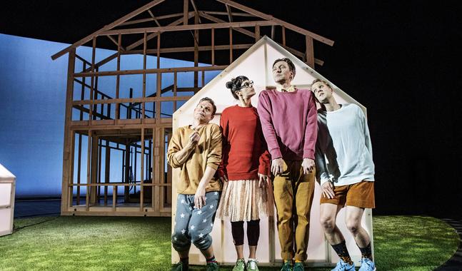 Landet spelas på Svenska teatern till och med 9.12.