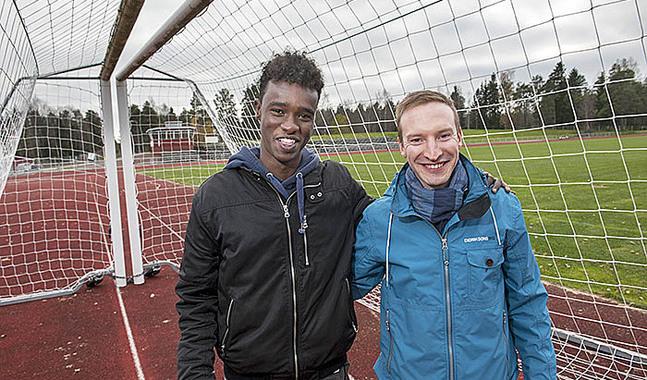 Tomas Knuts och Munsala United fortsätter utmana beslutsfattarna i sin strävan att hjälpa lagets anfallsspelare Jabril.