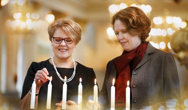 Ann-ChristineNordqvist-Källström och Susanne Westerlund välkomnar adventstiden och De vackraste julsångerna.