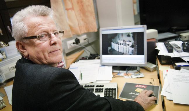 Bengt Klemets ska utreda konsekvenserna av en sammanslagning av församlingarna i Pedersörenejdens kyrkliga samfällighet.