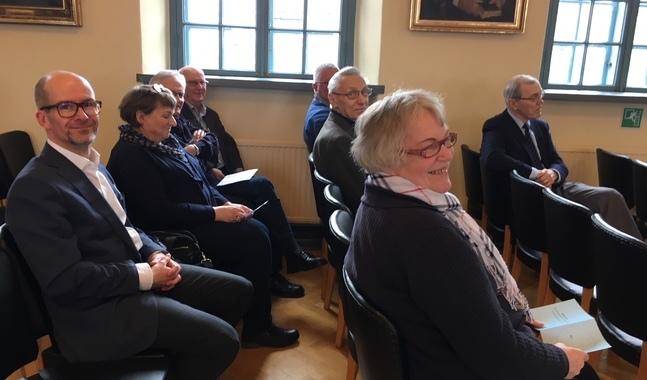Glada miner inför biskopsvalets andra omgång.