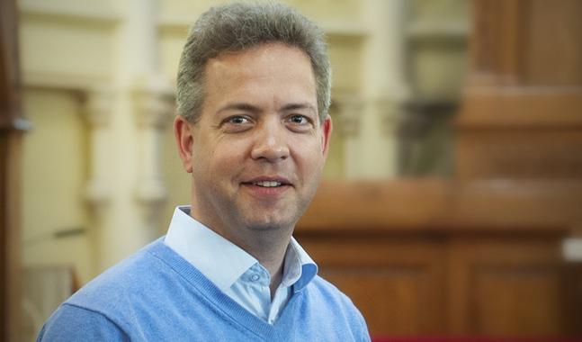 Lucas Snellman, ledande sakkunnig inom kommunikation vid Kyrkans central för det svenska arbetet, anser att det blir intressant att se vem som kommer att driva vilka frågor bland de nya kyrkomötesombuden.