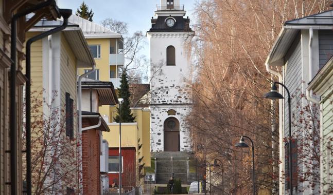 Kyrkorna stängs för gudstjänstgemenskap, men hålls öppna för stillhet och bön.