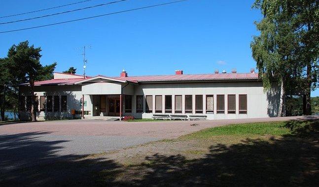 Församlingshemmet i Houtskär fungerar som tillfällig skola.
