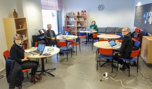 Beredskapsgruppen som  består av förvaltningsdirektör Diana Söderbacka samt kyrkoherdarna Jockum Krokfors (Jakobstads svenska), Lotta Endtbacka (Jakobstads finska) och Kaj Granlund (Pedersöre) möts i Esse.