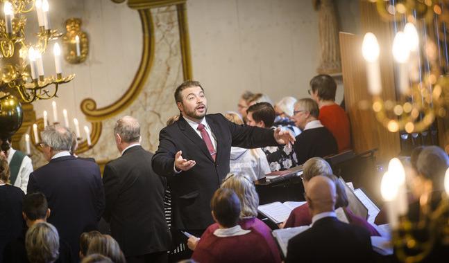 Kristoffer Streng dirigerade den välljudande gemensamma kyrkokören.