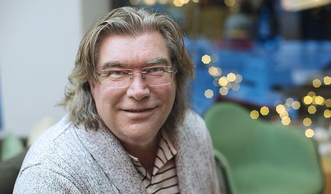 Mikael Lindfelt är professor i systematisk teologi och dekanus för fakulteten för humaniora, psykologi och teologi vid ÅA.