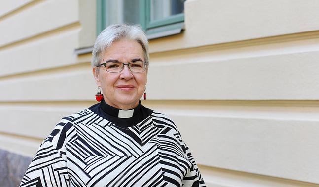 Monica Heikel-Nyberg kommer att fortsätta som kaplan i Johannes församling i Helsingfors.