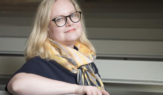 En allvarstyngd vardag och en längtan efter ljus gör att vissa vill vänta på julen i god tid tror Ulla Oinonen.