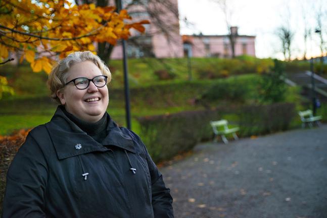 Monica Björkell-Ruhl kallar sig inte religiös, men församlingen betyder trygghet för henne. –När jag varit sjuk och kraftlös har jag sökt mig till religiösa platser och symboler. Tölö kyrka har blivit en viktig plats för mig.