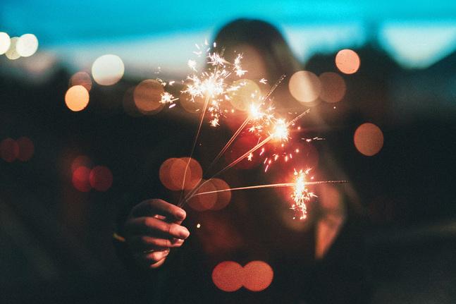 Också i det nya året får vi fortsätta hålla ut och komma ihåg att visa omtanke och omsorg för varandra, säger Fredrik Kass.
