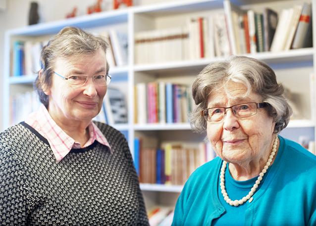 Birgitta Sarelin och Ull-Britt Gustafsson-Pensar är väl förtrogna med Topelius psalmer.