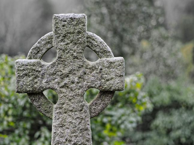 Många tilltalas av de keltiska bönerna som är lätta att ta till sig och ofta involverar naturen och skapelsen. Man kan möta dem i Tomasmässan –eller på Minä olen-mässan i början av februari.