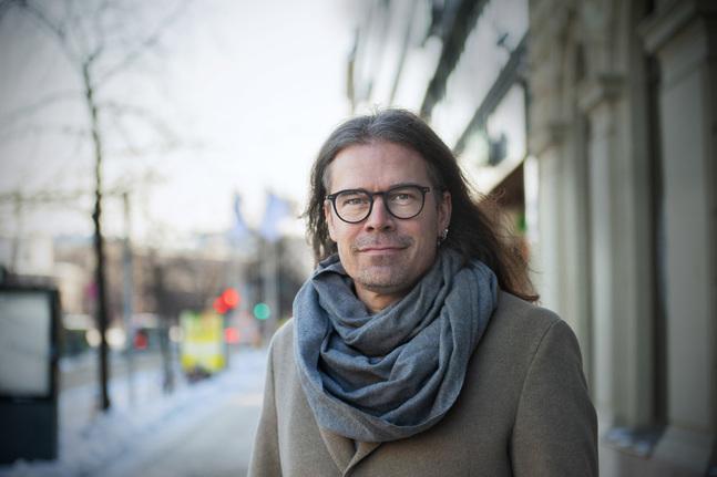 Att Filip Saxén jobbar hårt för jämställdhet har stark koppling till det han själv upplevt.