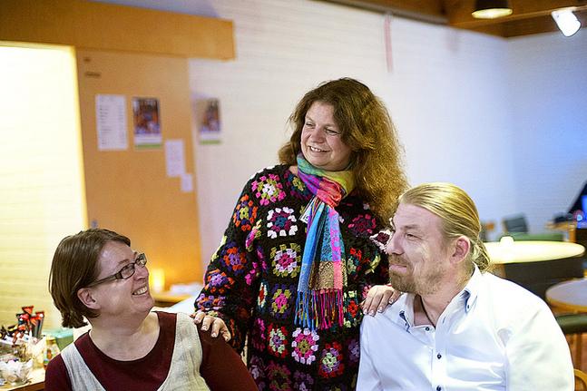 –Bland oss ungdomsledare välkomnas barnkonsekvensanalysen, säger Gunilla Nilsson, omgiven av Henrica Lindholm och Markus Andersson.