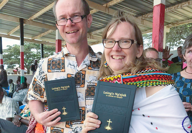 Kronobyborna Magnus och Anna Dahlbacka översatte NT till samburu 2019 i samarbete med Wycliffe.