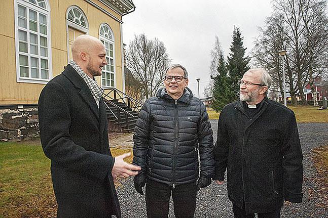 Niklas Wallis förordnas till tf. kaplan, Timo Saitajoki till kaplan och Anders Store till kyrkoherde i nya Kronoby församling.