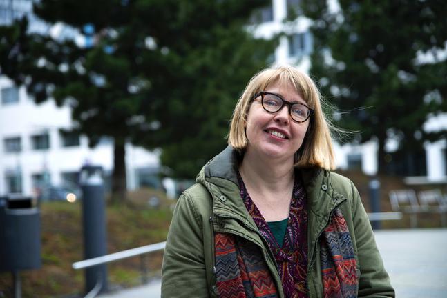 Två gånger har Sanna Karlsson repat sig från arbetsrelaterad utmattning. Nu har hon skapat webbportalen Overload för att informera om utmattning.