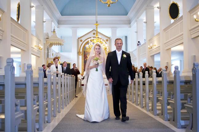 Det ceremoniella  behöver inte kännas främmande, menar prästen Henri Järvinen.