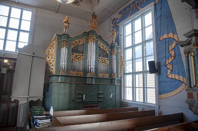 Telin-orgeln kan få plats på läktaren brevid Christentensorgeln från 1979. Skeppsbyggaren Anders Telin i Gamlakarleby byggde orgeln 1768.