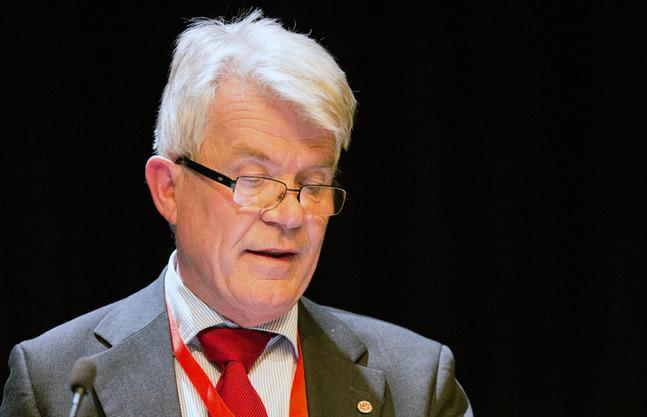Christian Beijar anser att de åländska församlingarna står som en garant för det svenska språket i kyrkan.