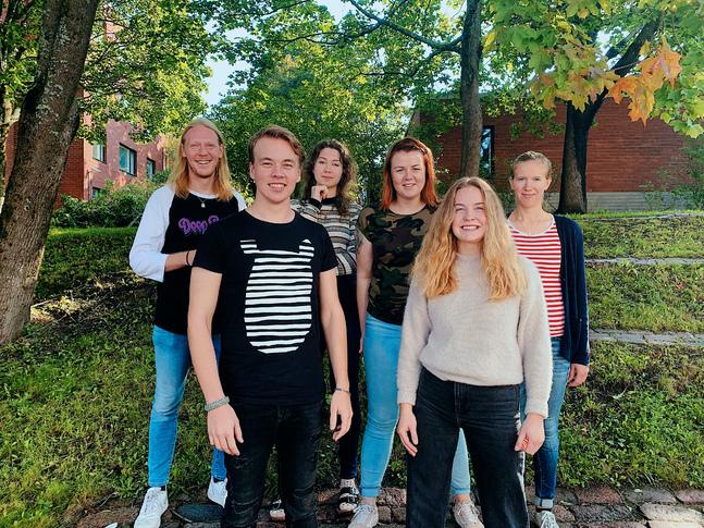 De senaste deltagarna i Transform, från vänster: Johan Myrskog, Elias Ahlskog, Henna Ala-Keturi, ledaren Ida Pekkarinen, Matilda Enlund och Jessica Norrbäck.