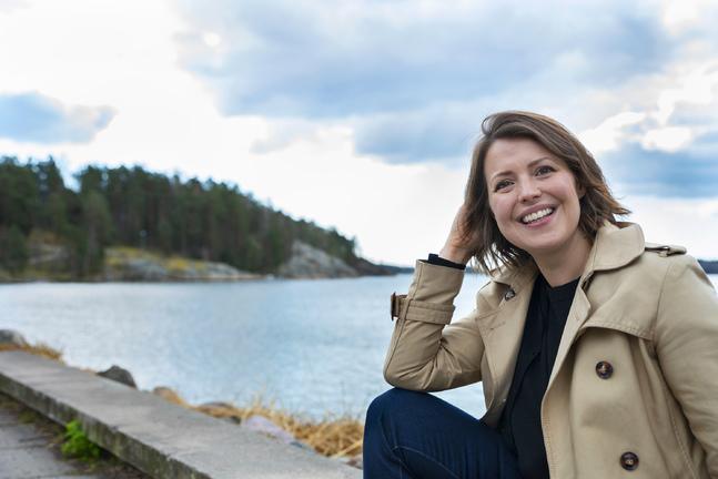 Eva Frantz är uppvuxen i Helsingfors men bor idag i Esbo.